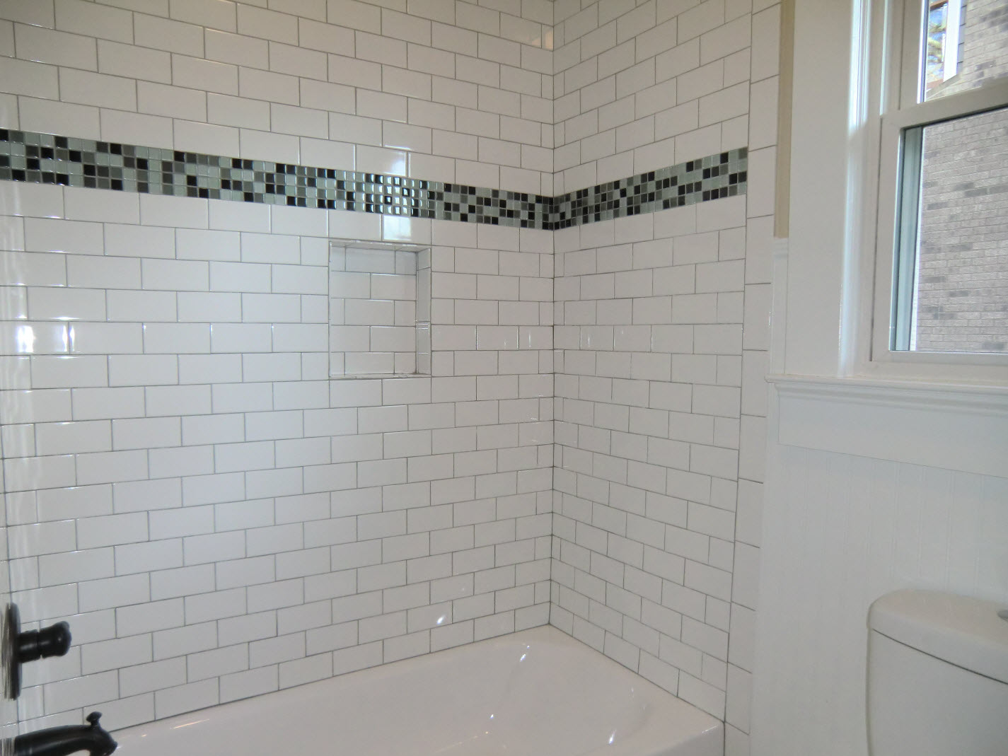 Guest Bath Tub With Subway Tile Surround Jpg 1425 1069 Bathroom